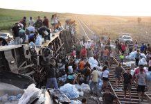 Unas cuatro mil personas se trasladaron al sitio del accidente para apropiarse de la mercadería
