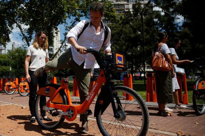 Adiós a las bicis amarillas: Comenzarán a utilizarse las naranjas patrocinadas por Itaú y Mastercard