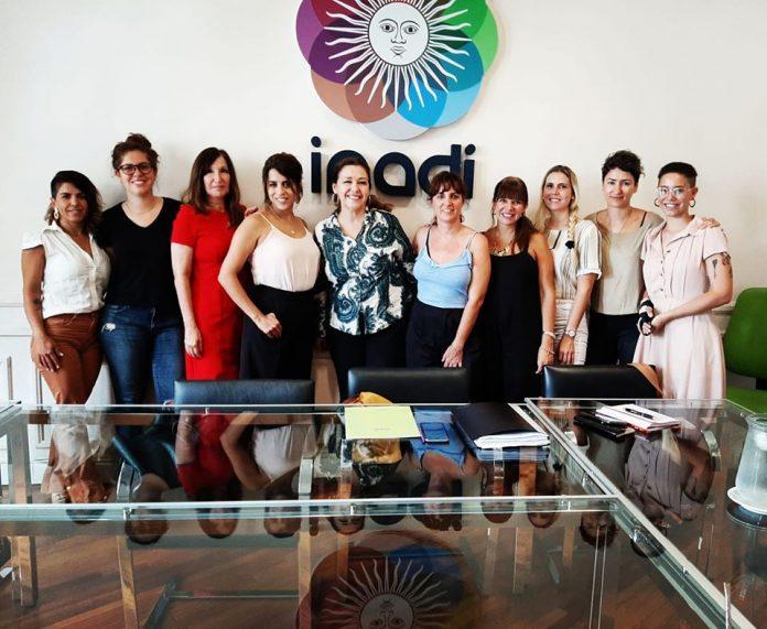 Parte de la Comisión Directiva y la Secretaria de Género de Aeronavegantes, junto a Victoria Donda, Presidenta del INADI.