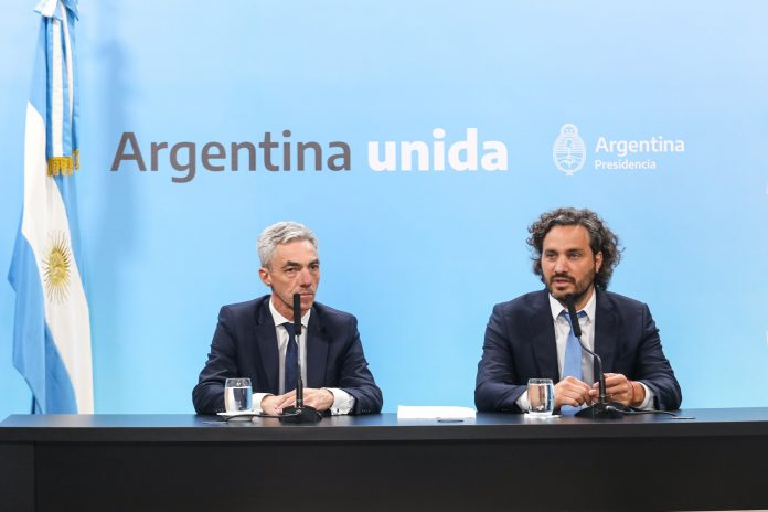 El Ministro de Transporte Mario Meoni junto al Jefe de Gabinete, Santiago Cafiero.