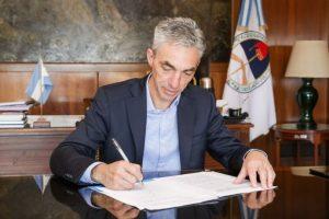Mario Meoni anunció la firma de tres resoluciones para mejorar la seguridad de los pasajeros